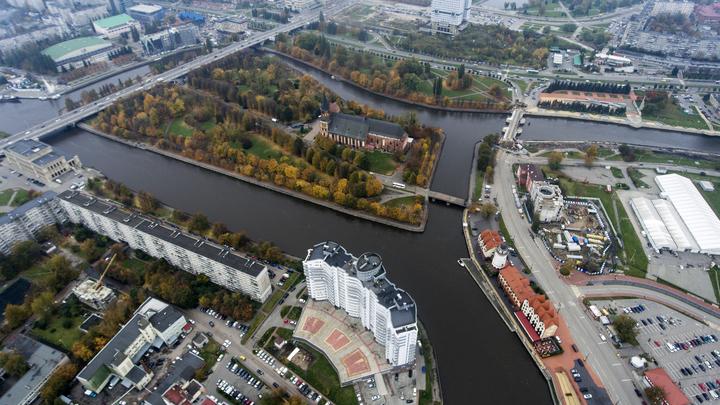 Красиво жить не запретишь: В Калининграде замостили улицу люками