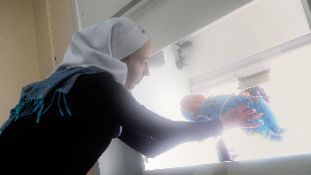 Детей спасают не бэби-боксы, а помощь будущим мамам