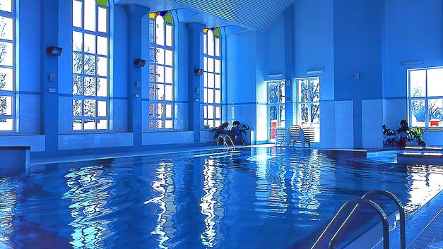 В Ленобласти потолок упал на плавающих в бассейне детей