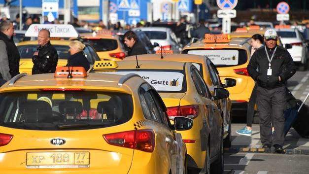 «Не спавший таксист» извинился за наезд в центре Москвы