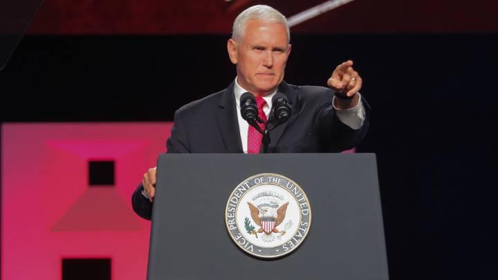 Вице-президент Пенспосоветовал мигрантам не соваться в США