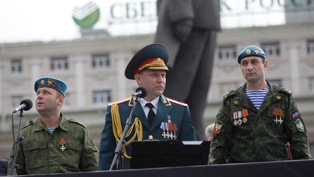 Захарченко: Чтобы спасти себя, Порошенко может пойти на введение военного положения