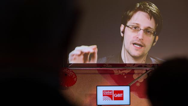 Сноуден рассказал, как Меркель испугалась его приютить