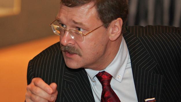 Берите пример: В Россию пустили сенатора, находящегося в санкционных списках