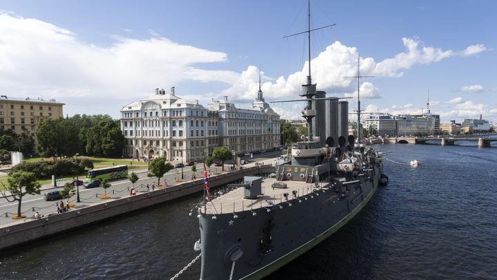 После 100-летнего перерыва на крейсере «Аврора» заработал православный храм