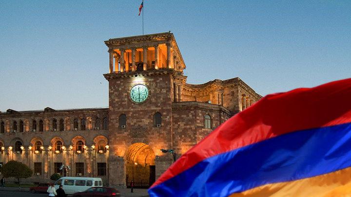 Руководитель Еревана подал вотставку после митингов иобысков вмэрии