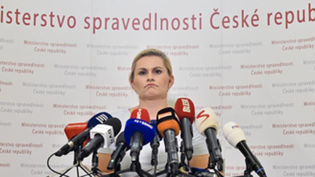 Травля за плагиат главы Минюста Чехии завершилась громкой отставкой