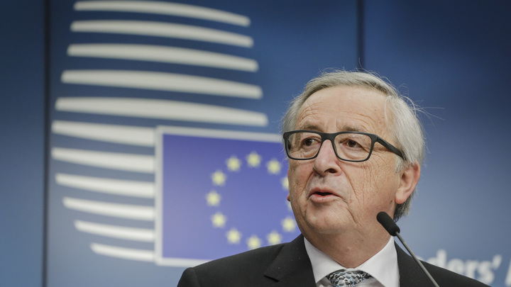 В ЕК объяснили «пьяную» попытку Юнкера задавить собой Порошенко на саммите НАТО