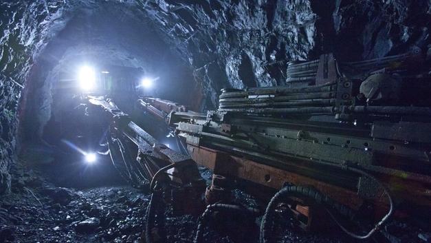 Десятки горняков оказались заблокированы в шахте на Донбассе из-за перебоев со светом
