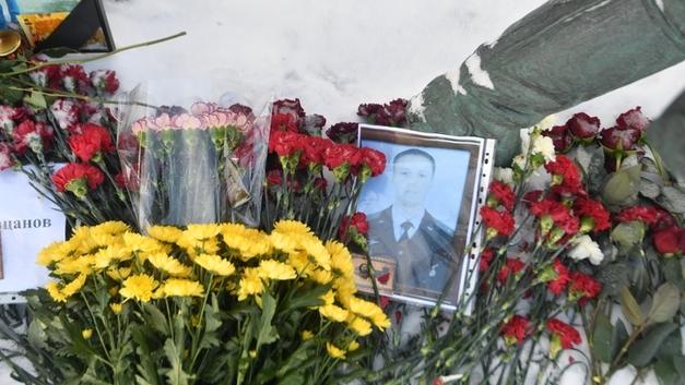 В Краснодаре поставили памятник погибшему в Сирии летчику-герою Роману Филипову