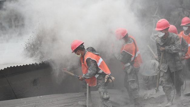Число жертв вулкана Фуэго в Гватемале снова выросло