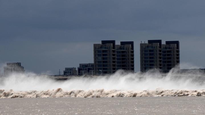Неменее 190 тыс. человек эвакуировали вШанхае всвязи стайфуном «Ампил»