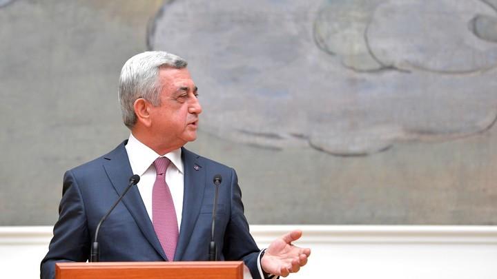 Президент Армении любовался ворованным Айвазовским