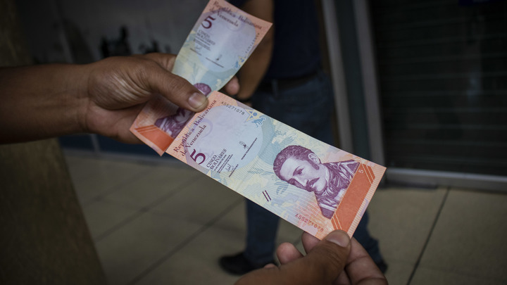 Власти Венесуэлы обещали жителям фиксированные цены на продукты питания