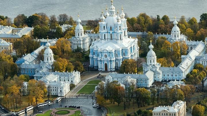 Двухсотлетний свинцовый ангел переехал с Васильевского в Смольный собор Петербурга