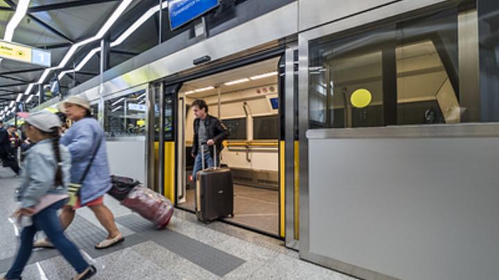 Новая, Солнцевская линия метро Москвы поставила сразу два рекорда