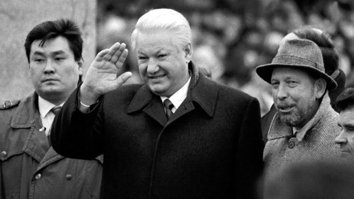 Танцы с девушками и не только: Ельцин просил у Клинтона $2,5 млрд на свои выборы в 1996 году