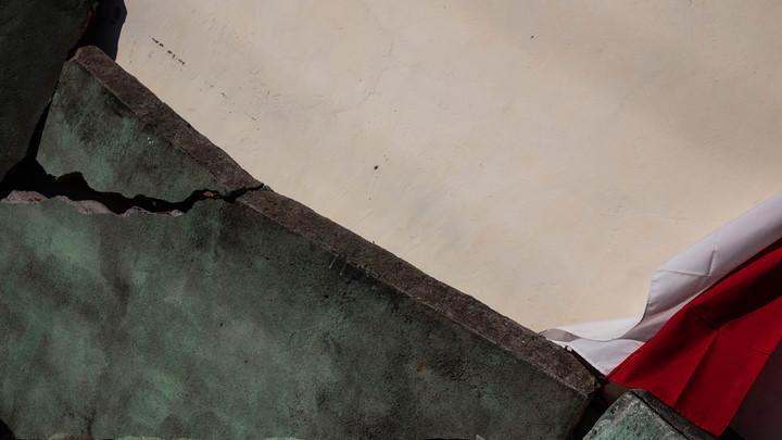 «Раскачивало дома и стены»: Землетрясение на Урале попало на видео