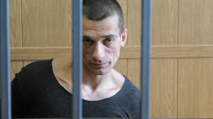 «Бутырка лучше»: Скандальный художник Павленский пожаловался на пытки во Франции
