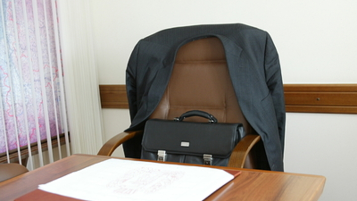Чиновников с двойным гражданством предлагают лишить работы