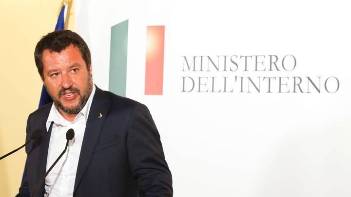 Глава МИД Люксембурга сорвался на ругательства после речи Сальвини о беженцах - видео