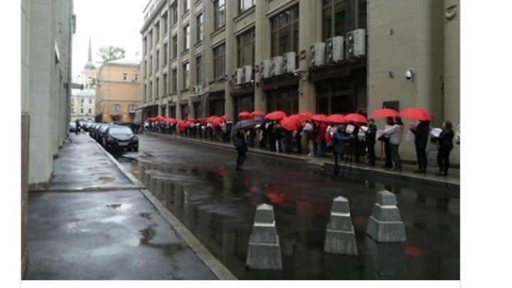 В приемную Путина принесли миллион подписей против пенсионной реформы