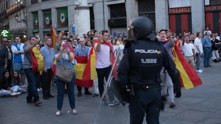 Майдан по-каталонски не удался: Полиция разогнала лагерь сторонников независимости в Барселоне