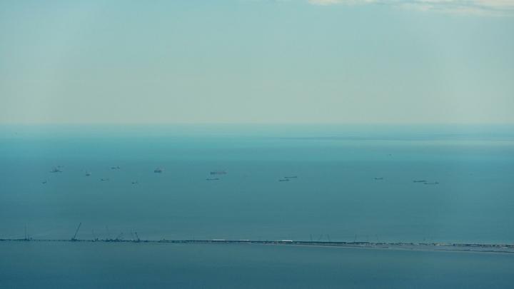 Двухметровое цунами, обрушившееся на Индонезию, сняли на видео