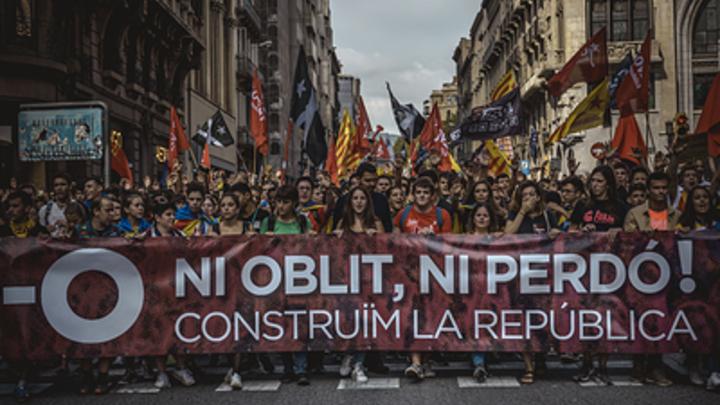 «Ни простить, ни забыть»: Барселона «утонула» во флагах Каталонии