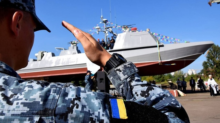 Геометрия, краска... обводы там:Украинский капитан о своем невидимом для российского флота бронетанкере