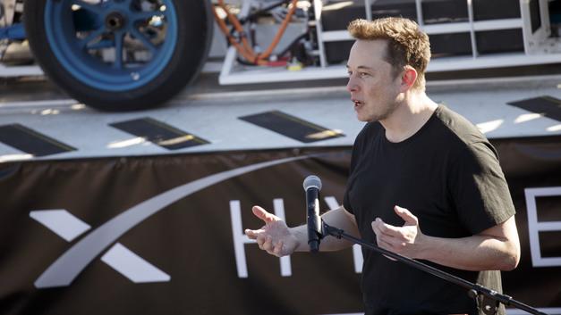 Предприниматель Илон Маск продолжает сам себя топить