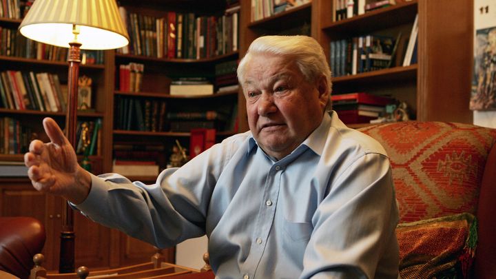 «Когда состояние было плохое»: Советник Ельцина рассказал, когда ему наливали воду вместо водки