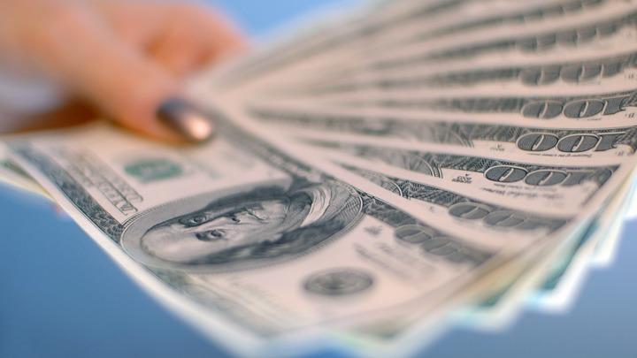Близкий к краху доллар потянет за собой вниз все акции - американский эксперт