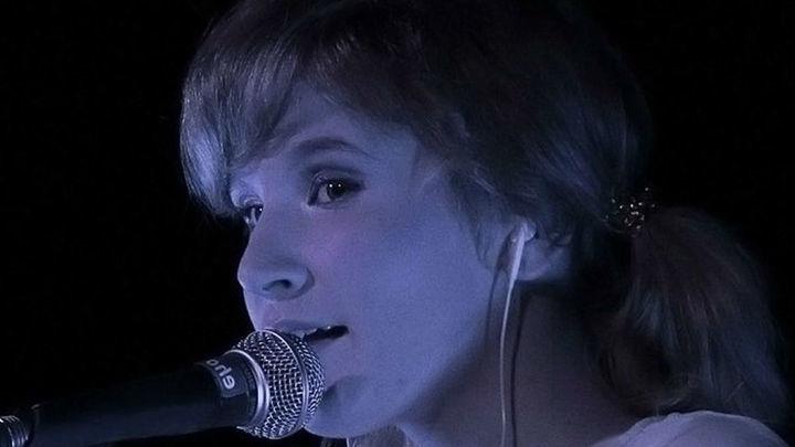 Потерявшая голос эстрадная певица Монеточка отменила концерты на далеком Востоке