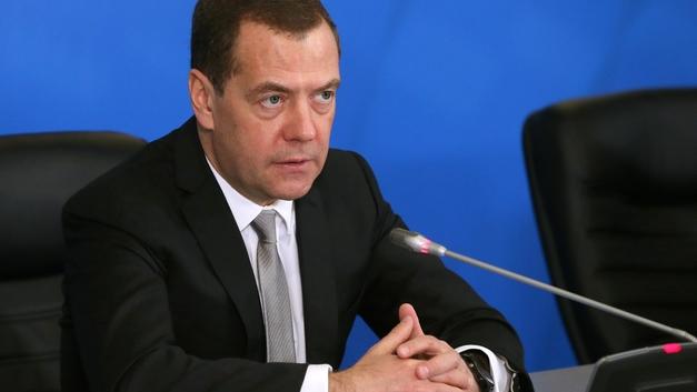 «Мы выглядим хуже, чем 10 лет назад»: Медведев рассказал об опасностях торговой войны
