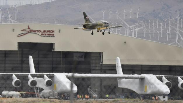 Гигантский самолет-платформа Stratolaunch удвоил скорость разгона на испытаниях в США