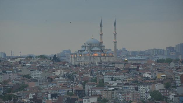 Беглый преступник с ножом напал на жителей Стамбула: 11 человек ранены, двое - при смерти