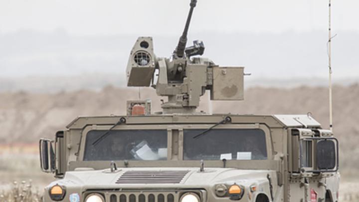 Американские военные случайно скинули надеревню броневик