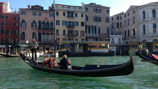 «Высокая вода» ударила по Венеции: Исторический центр города затоплен