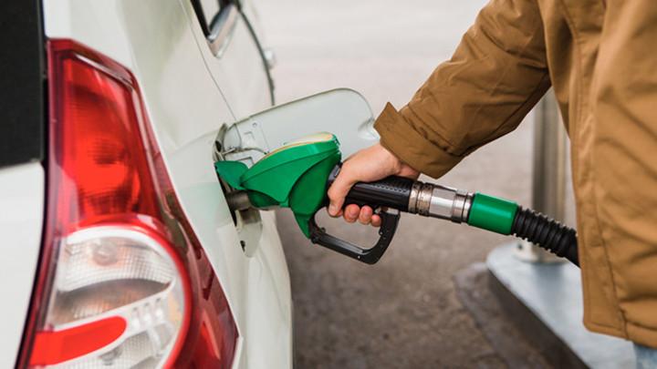 С больной головы на здоровую: Кто в действительности поднимает цены на бензин