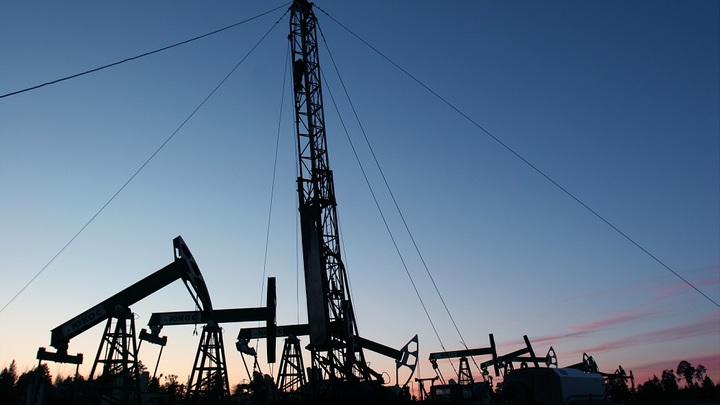 США стремительно садятся на нефтяную иглу - Bloomberg