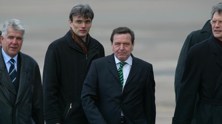 Германия потребовала от Украины закрыть «Миротворец» после того, как туда попал Шредер