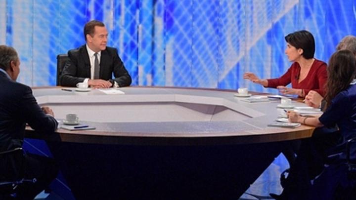 Медведев посоветовал «чиновникам-бревнам» «включать мозги»