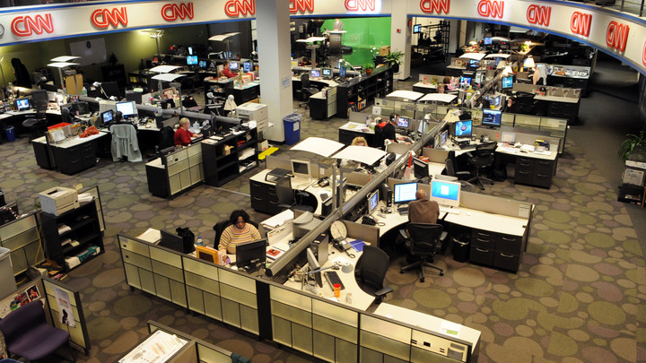 «Нас эвакуировали в разгар моего шоу»: В редакции CNN устроили переполох из-за сообщения о бомбе