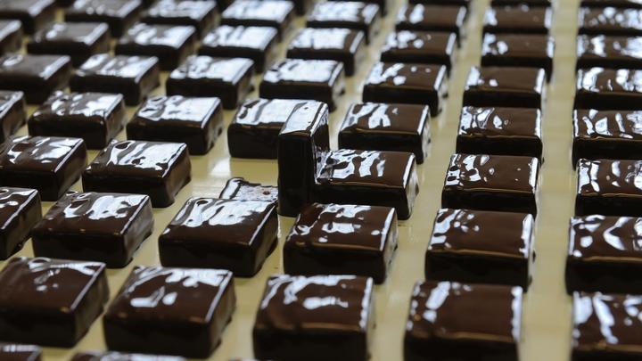 ″В шоколаде и зефире много витаминов″: В Роспотребнадзоре рассказали, как выбирать сладкие подарки к Новому году