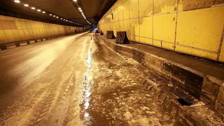 В Москве затопило Тушинский тоннель: Движение перекрыто - прямая трансляция