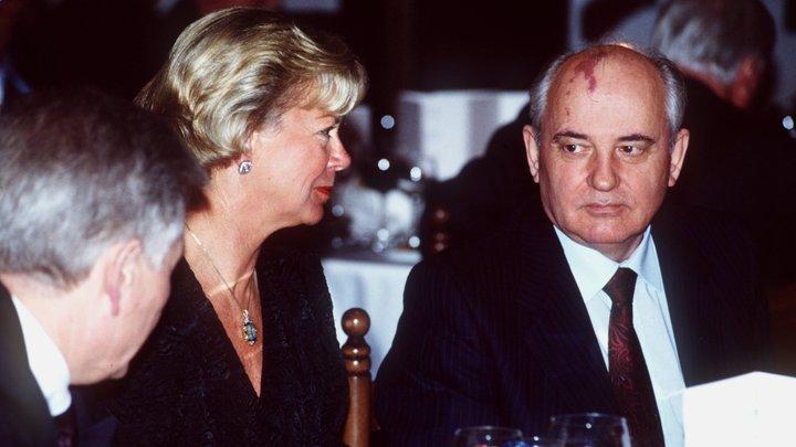 Обама поздравил супругу сднём рождения фотографией сгазетой про Горбачёва