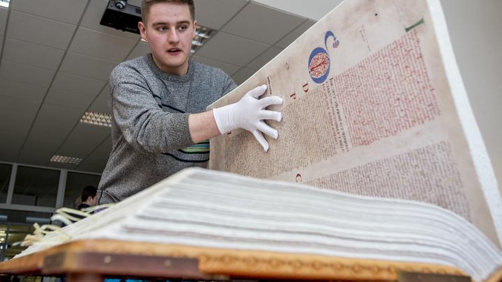 Земан раскритиковал вмешательство спецслужб в учебники истории для школьников Чехии