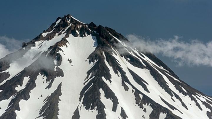 На Камчатке ″проснулся″ вулкан Безымянный - введен ″красный″ код опасности