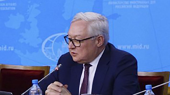 Не тушите пожар бензином: МИД России посоветовал США не вмешиваться в дела Венесуэлы